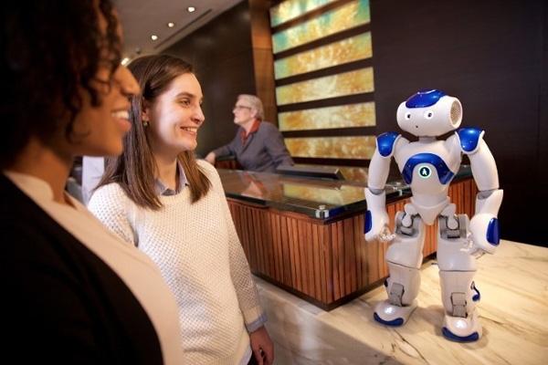робот консьерж в отеле Хилтон