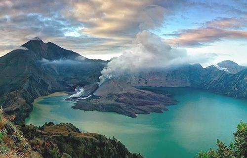 извержение вулкана Ринджани