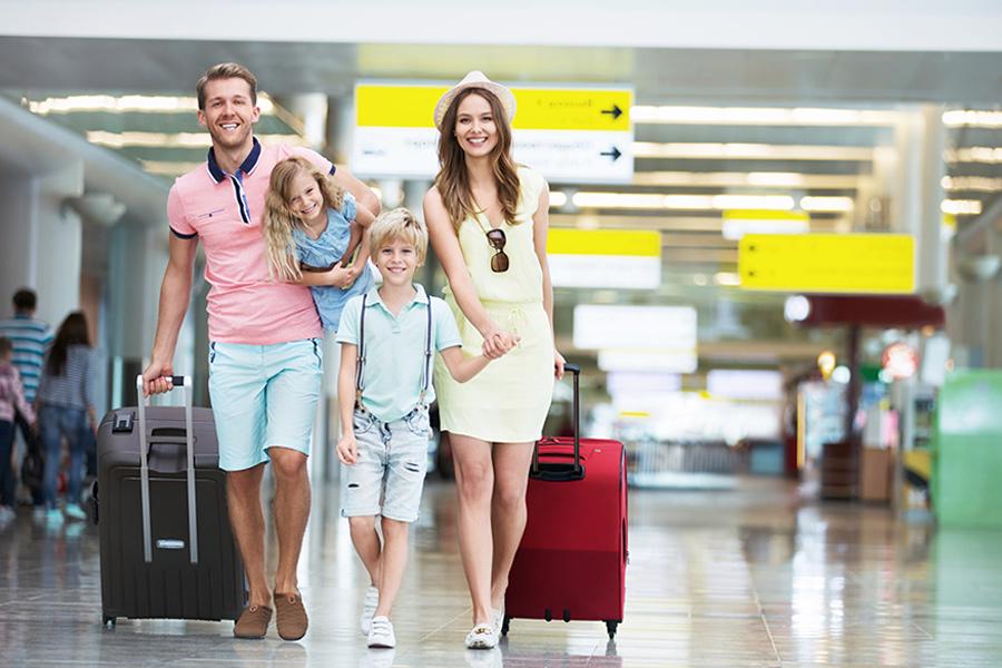 Google назвав топ-10 напрямків для відпустки серед українців: за кордоном і в межах країни. У списку 4 курорти Херсонщини