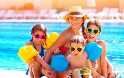 Мама с тремя детьми на отдыхе в Турции