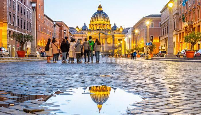 В Риме заменят мощеные улицы простым асфальтом