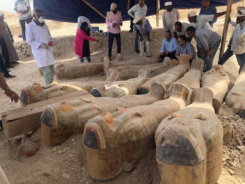 20-sarkofagov-najdeny-v-egipte
