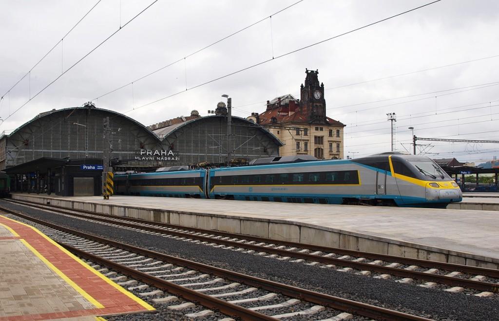 Поезд на вокзале в Праге