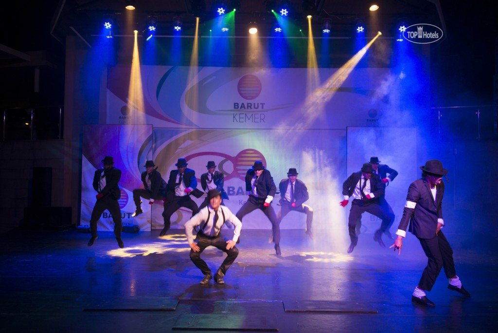Вечернее шоу в отеле Barut Kemer