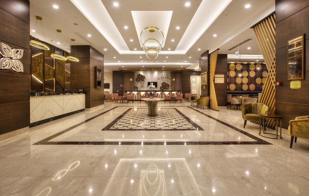 Лобби отеля Hilton Garden Inn Isparta