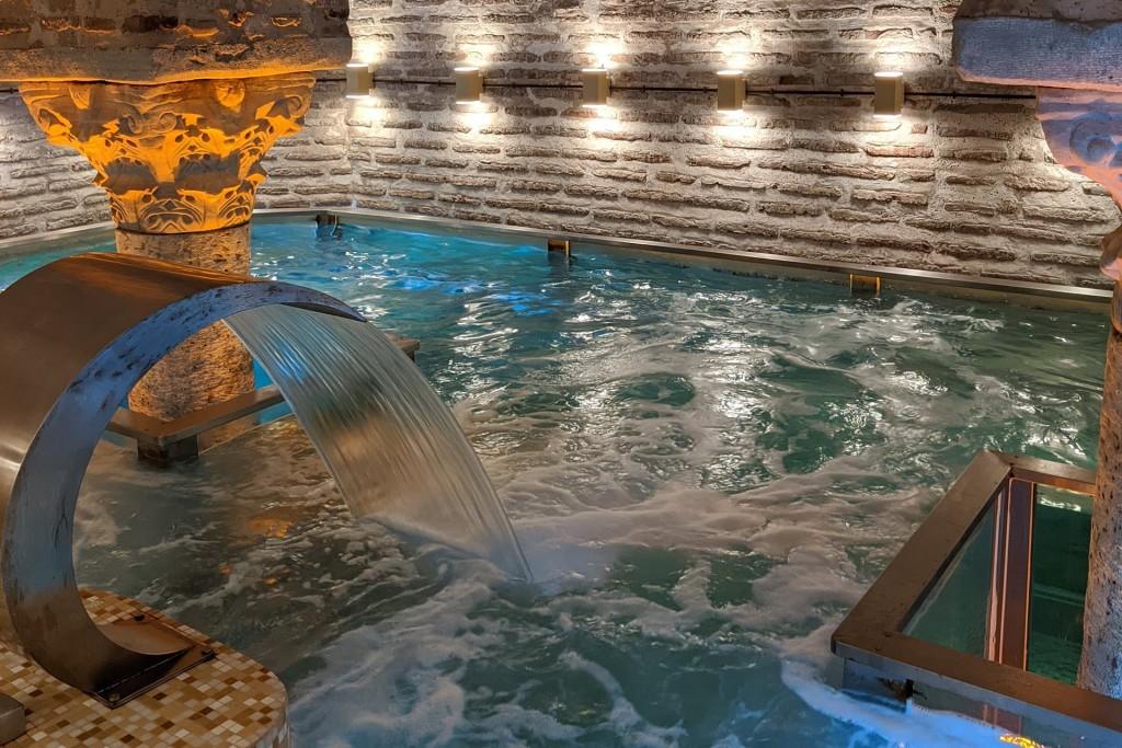 Бассейн в Sofia Mansions Istanbul