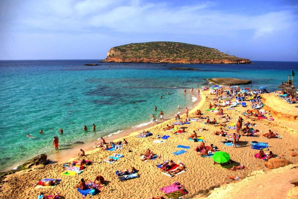 Испания хочет принимать туристов с июня, но все зависит от ЕС