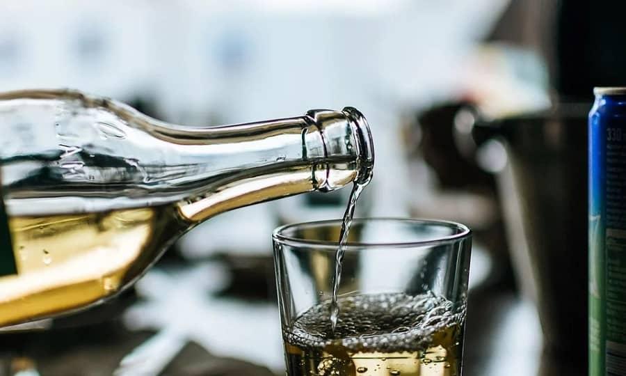 Греческая кухня - Вино Рецина