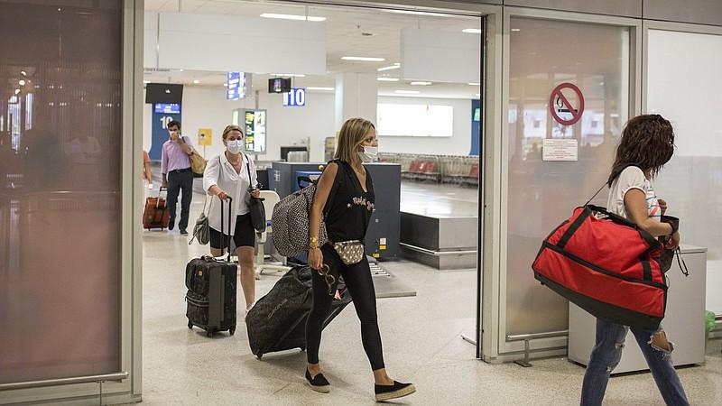 """Греция пересматривает правила для туристов из-за штамма """"Дельта"""""""
