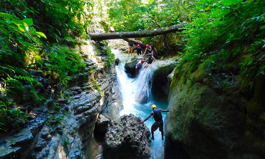 Достопримечательности Доминиканы - Каскад 27 водопадов