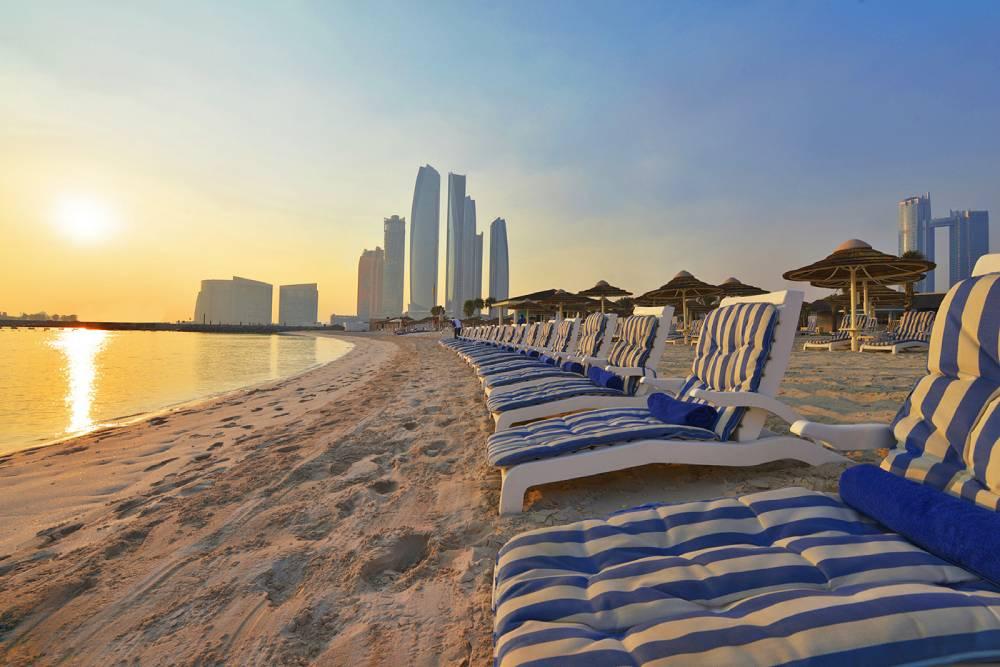 Вакцинированные туристы могут не соблюдать карантин в Абу-Даби