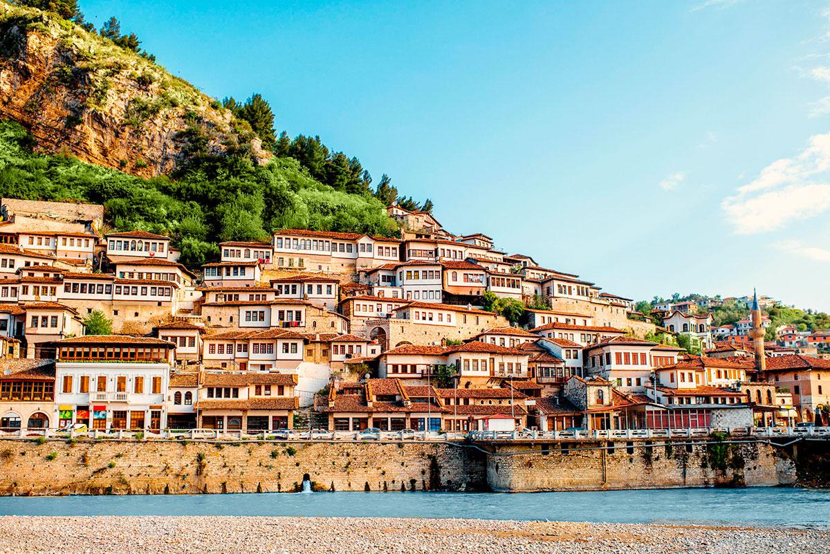 В Албании новые условия въезда