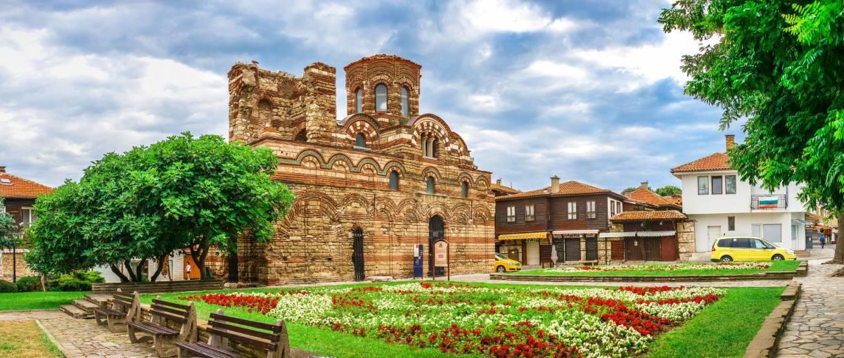 Штамм «Дельта»: В Болгарии введут комендантский час и не только