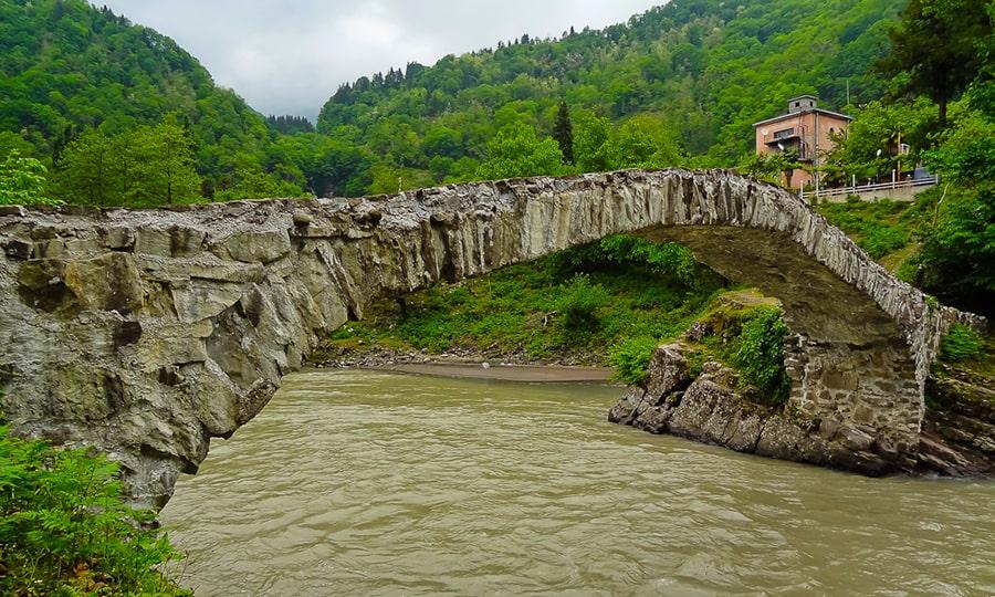 Махунцети и мост Царицы Тамары